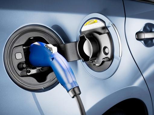 В продаже Toyota Prius Plug-in Hybrid появится летом. Фото Toyota