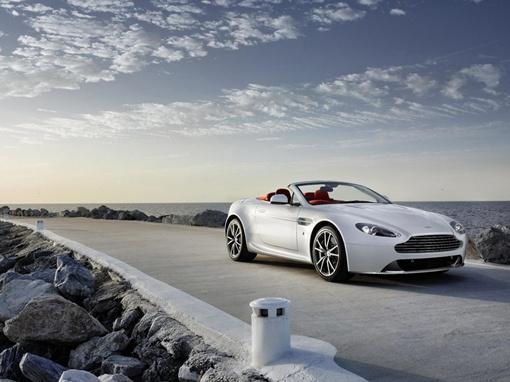 Изменений во внешности Aston Martin V8 Vantage сравнительно немного. Фото Aston Martin