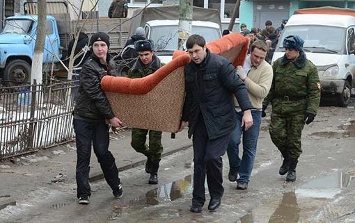 Оставшимся без крова дадут квартиры и помогут с переездом. Фото: Андрей МИРЕЙКО