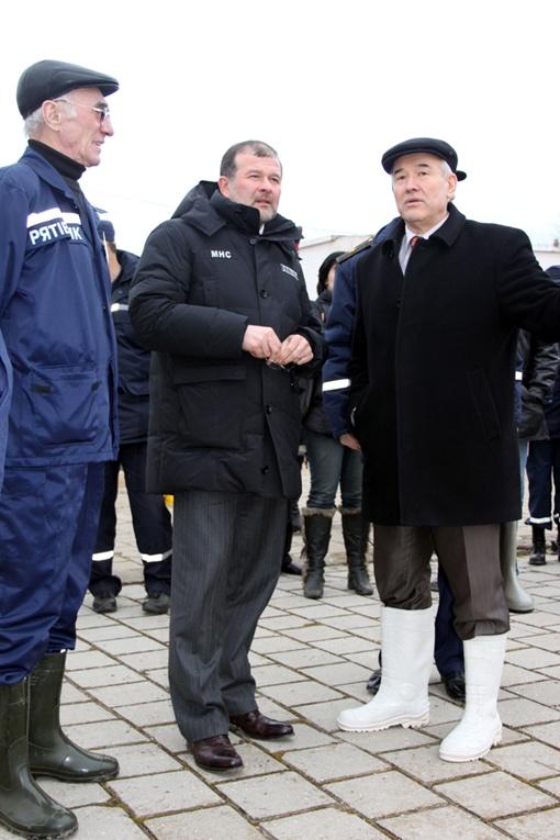 А заместитель председателя Совета министров АРК Азиз Абдуллаев надел белые сапоги! Фото: