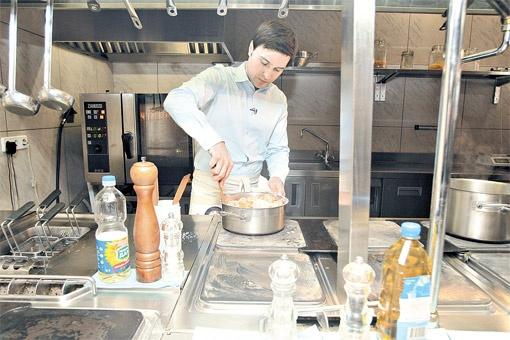 Андрей Ковальский научился готовить еще в студенческие годы.