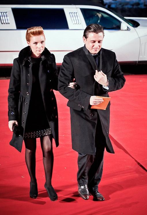 На светских мероприятиях Александр всегда появляется с женой
