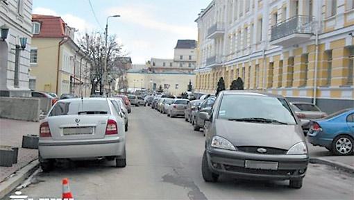 Проезжая часть на улице Покровской похожа на аттракцион: проскочи и не зацепи!