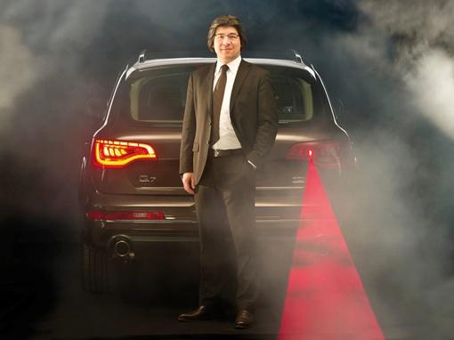 Огни, сформированные в дисплей в задней части машины, может имитировать стоп-сигналы или демонстрировать анимационный