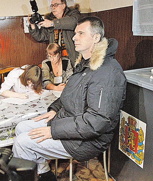 Михаил Прохоров - единственный кандидат, который голосовал не в Москве.