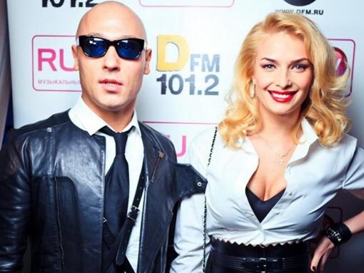 Таня Котова пришла вместе с певцом Никитой. Фото пресс-службы певицы.