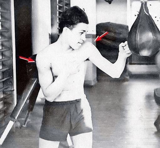 Ося Кобзон на тренировке. (На плечах у парня заметны татуировки.) Дом спорта. Днепропетровск, 1954 г.