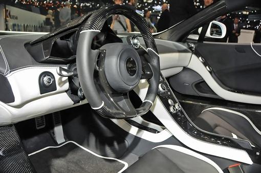 FAB Design установили на авто собственные колесные диски диаметром в 20 дюймов. ФОТО FAB Design