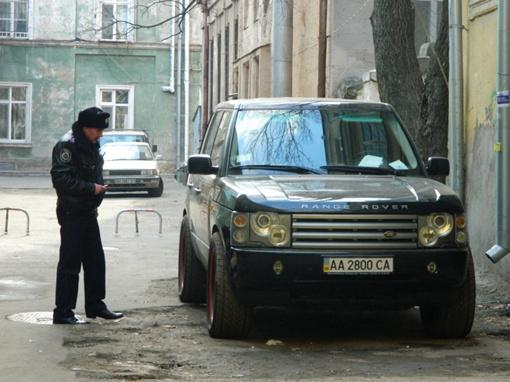 на содержание взрывчатых веществ эксперты обследовали машину Range Rover, принадлежащую одному из братьев