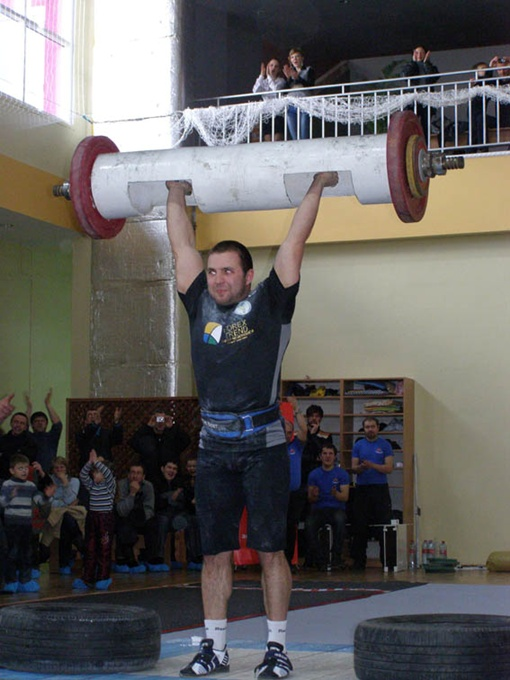 Титул чемпиона по стронгмену в весе до 105 кг завоевал Владимир Рекша.Фото автора.