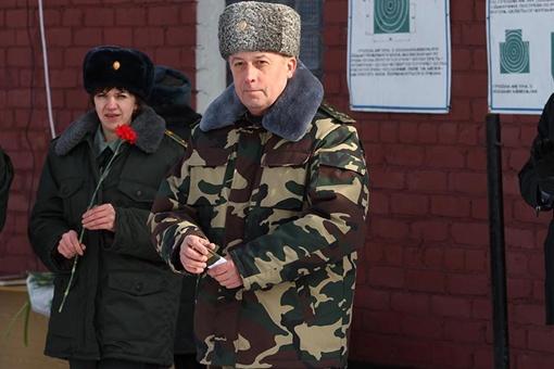 Полковник Кузьменко готовит весеннюю смену гардероба. Фото из архива