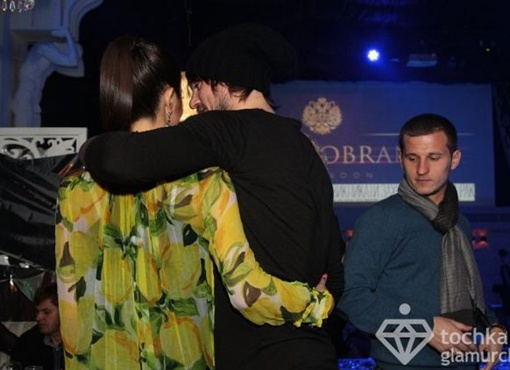 Милевский что-то нашептывал на ухо своей спутнице. Фото с сайта: tochka.net