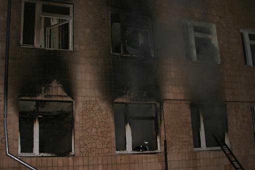 Огонь не пощадил окна второго этажа. Фото ТУ МЧС в Полтавской области