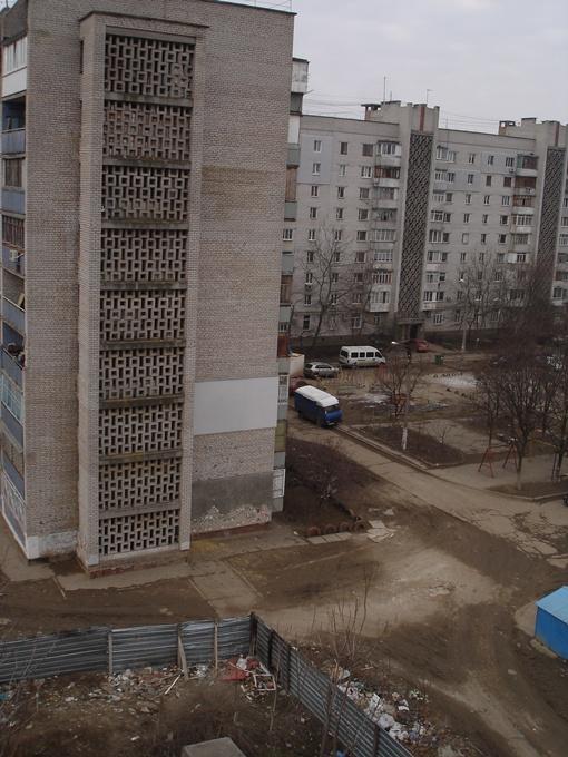Из этого дома отморозки тащили тело Оксаны. Фото автора