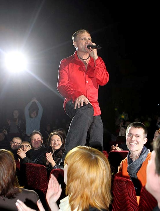 Олег Скрипка даже в оперном театре способен создать рок-н-ролльную атмосферу. Фото Павла ДАЦКОВСКОГО.