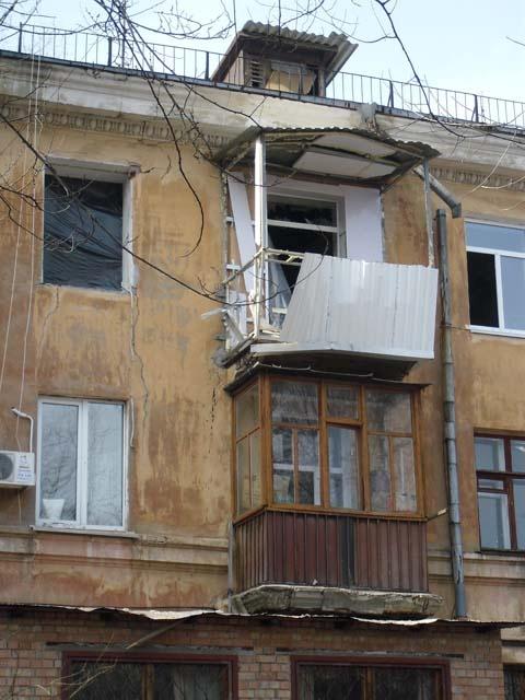 В 9-й и 6-й квартирах жить можно будет еще не скоро.Фото автора.