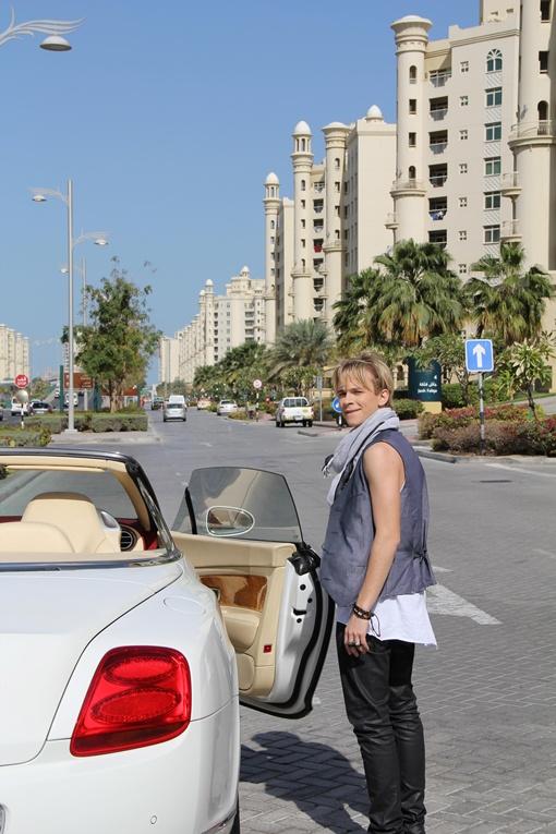 Саша Борисенко признался, что ездить на подобной машине настоящий кайф. Фото: