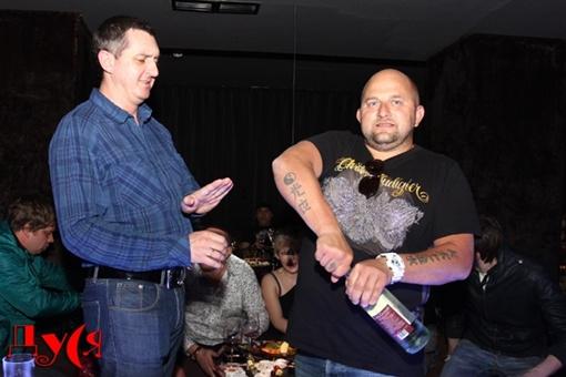 Дядя Жора всю презентацию не выпускал рюмки из рук. Фото: dusia.telekritika.ua