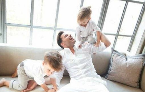 Популярный певец обожает малышей. фото: Vanity Fair