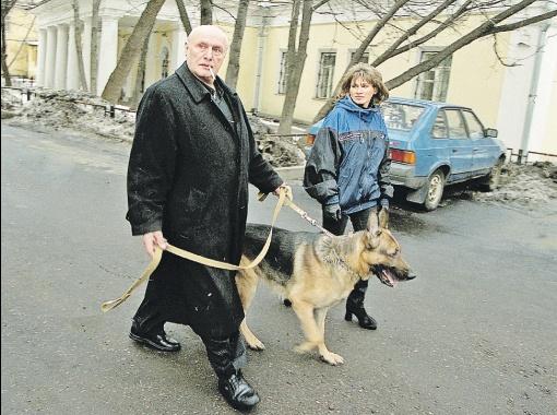 Ирина была очень привязана к их с Александром Шалвовичем собаке. И после ее смерти пыталась покончить с собой в первый раз. Фото Personastars.com