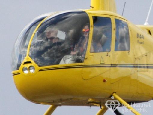 Певица сама управляется с геликоптером. Фото: tochka.net