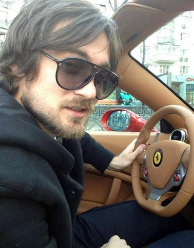 Артем за рулем нового авто. Фото: Facebook