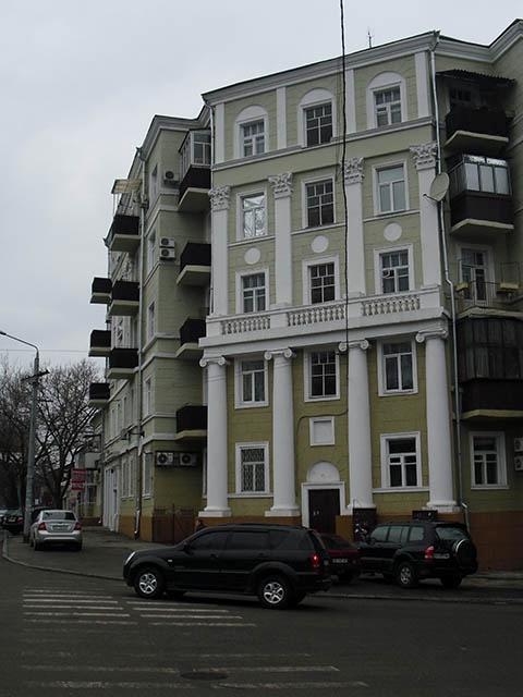 Так выглядит отремонтированный фасад дома на ул. Чкалова. 22 Фото Игоря ВОРОБЬЕВА