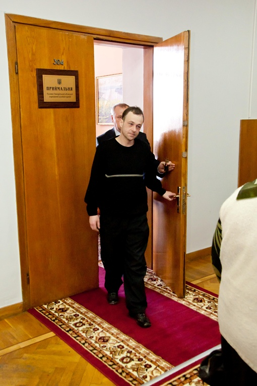 Максим пришел на встречу с губернатором. Фото Павла ВЕСЕЛКОВА.