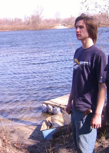 Артем взял с собой только одежду (шорты и футболку), а также спички и нож. Фото Всемирного движения
