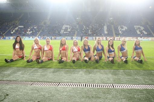 Днепропетровск стал первым в Украине городом, где состоялся кастинг в группу поддержки Евро-2012. Фото Павла ДАЦКОВСКОГО.