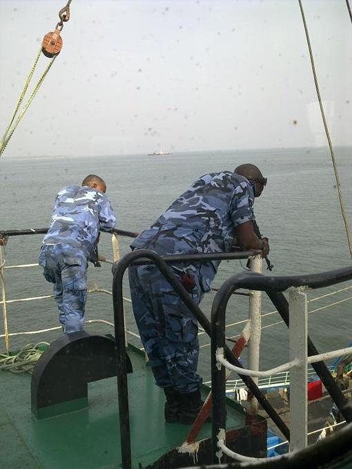 Африканские вояки не давали и шагу ступить без их разрешения.    Фото из личного архива команды СТМ