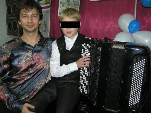 Узнав, в чем подозревают его наставника, юный музыкант Денис Снегирев, расплакался. Для него Завадский - близкий друг и авторитет.