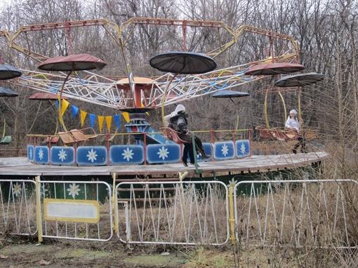 Зеленый гай: Пользуясь отсутствием персонала, школьники катаются сами. Фото автора.