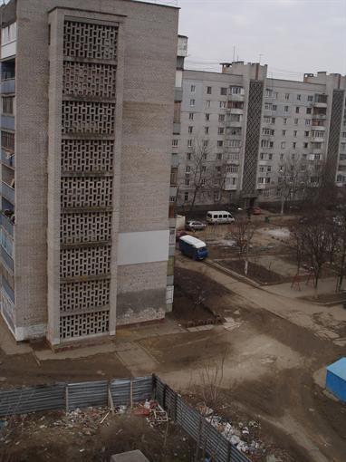 Из этого дома отморозки тащили тело Оксаны. Фото КП