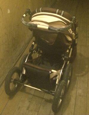 Та самая коляска, в которой якобы находилась Аня. Фото: пресс-службе УМВД России по Брянской области