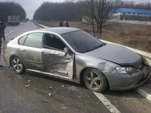 SUBARU врезалась в стоявшие авто. Фото с сайта gai.kharkov.ua