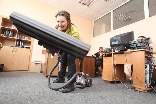 Убирая офисы, корреспондент