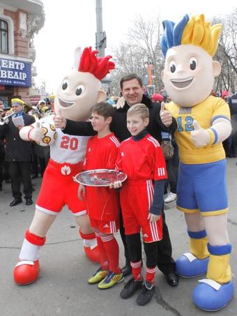 Алексей Костусев открыл праздник с талисманами чемпионата