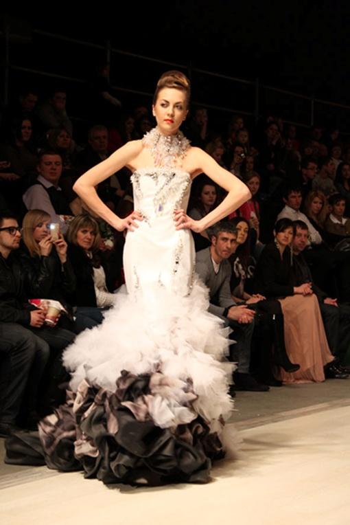 Французские дизайнеры, у которых свои сценические костюмы шьет Леди Гага, подсказали, что носить весной и летом. Фото автора.