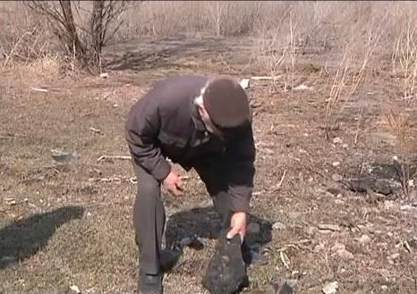 Осколки асфальта разметало на десятки метров. Фото 34 телеканала (Днепропетровск).
