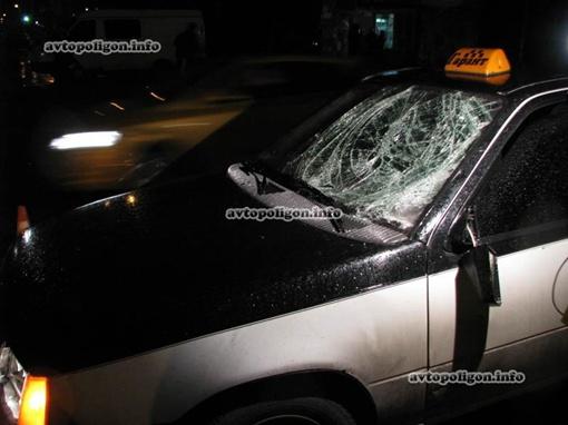 От удара у машины треснуло стекло. Фото:
