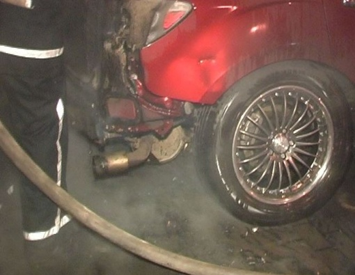 Кузов авто расплавился. Фото: Магнолия-ТВ