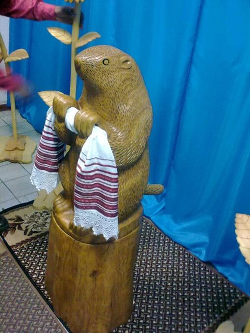 Деревянный грызун станет любимцем детишек. Фото отдела промоции ЛГС.