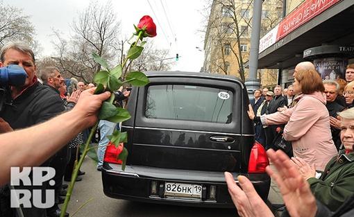 Катафалк по традиции проводили аплодисментами Фото: Евгения ГУСЕВА