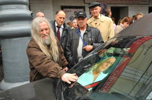 Москвичи проводили актера в последний путь: из Театра им. Пушкина его увезли на кладбище в село Рождественно. Фото: Евгения ГУСЕВА