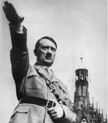 Любимый жест фюрера Гитлера. Фото: Russian Look