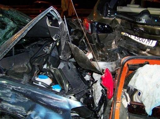 Несколько авто просто расплющило. фото DELFI