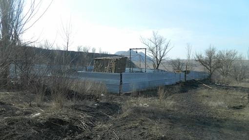 Поселок шахты Грузская – беднейшее место. Улицы разбиты, дома убоги, попадается множество заброшенных усадеб. Фото:
