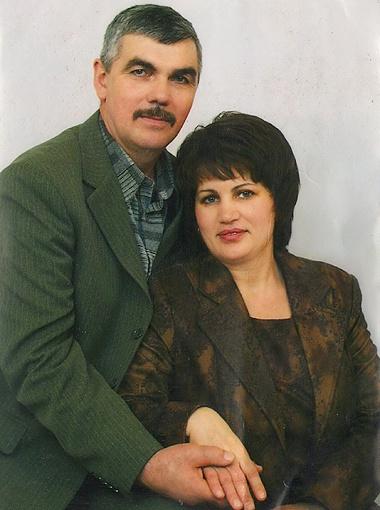 Александр и Валентина грустят только об одном: что дети так быстро растут. Фото из семейного архива Каленюк.
