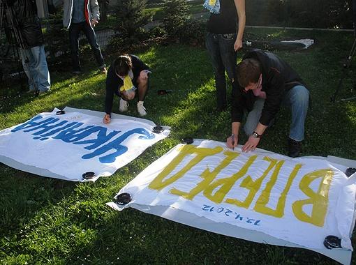 Украинские фанаты поддерживали сборную страны в Словении как только могли.